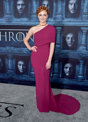 Sophie Turner was a stunner at the 'Game of Thrones' season 6 premiere in a plum-colored one-shoulder gown by Stella McCartney.