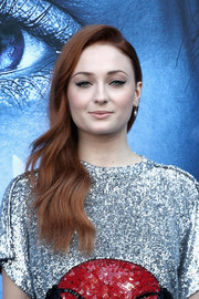 Sophie Turner looked lovely with her side-swept waves at the premiere of 'Game of Thrones' season 7.