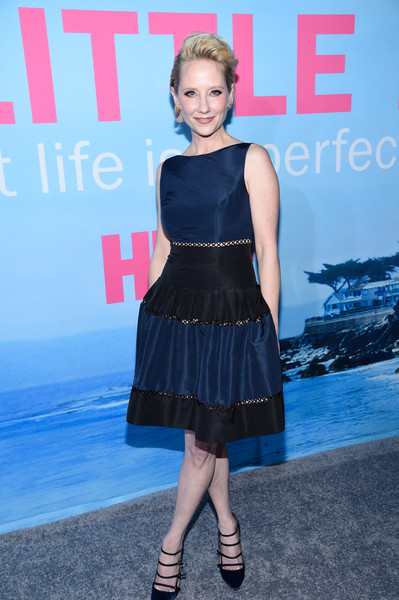 Anne Heche complemented her dress with strappy navy satin pumps.