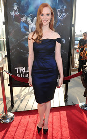 Deborah Ann Woll showed off her off-the-shoulder dress while walking the red carpet at the 'True Blood' premiere.