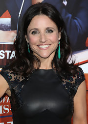Julia Louis-Dreyfus added just a splash of color to her all black look when she sported these emerald green dangle earrings.