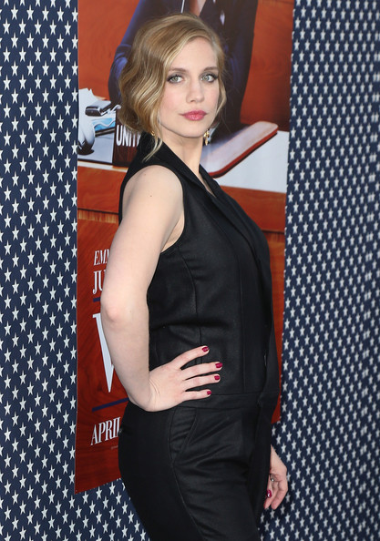 More Pics of Anna Chlumsky Retro Updo (1 of 23) - Retro Updo Lookbook - StyleBistro