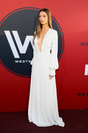 Angela Sarafyan worked a down-to-the-navel plunge with this white gown by Honor at the premiere of 'Westworld' season 2.