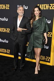 Amal Clooney looked gorgeous, as always, in a green one-shoulder dress by Oscar de la Renta at the premiere of 'Catch-22.'