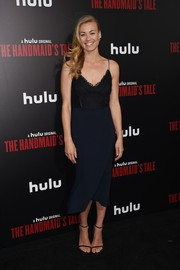 Yvonne Strahovski complemented her dress with black Stuart Weitzman Nudist sandals.