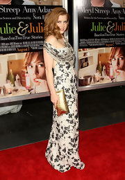 Amy Adams carries a gold metallic clutch.