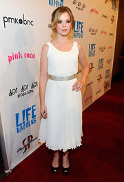 Dreama Walker looked angelic at the 'L!fe Happens' premiere in this white pleated dress.