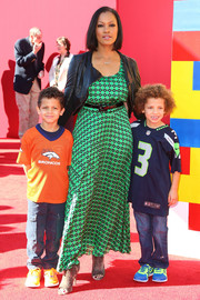 Garcelle Beauvais attended the premiere of 'The Lego Movie' wearing a flowy green print dress.