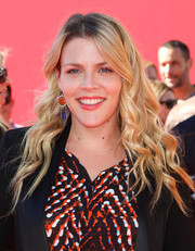 Busy Philipps went for boho charm with this long center-parted wavy 'do at the premiere of 'The Lego Movie.'