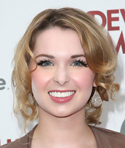 Kirsten Prout pinned up her blonde ringlets for a lovely romantic touch.