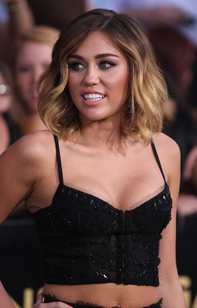 how to style miley cyrus hair more pics of miley cyrus medium layered cut 73 of 98 7963