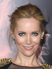 Leslie Mann wore deep silvery metallic shades of eyeshadow at 'The Hunger Games' premiere.