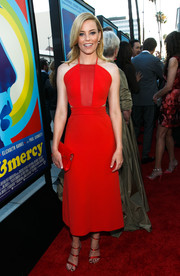 Elizabeth Banks matched her lovely dress with red satin strappy sandals by Sophia Webster.