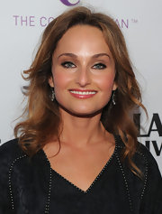Giada De Laurentiis wore a smoky eye makeup look in a palette of neutral tones at the premiere of Los Angeles 'Food & Wine'. The cool brown and taupe shades complemented her eyes perfectly.
