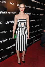 Leighton Meester opted for simple black ankle-strap pumps by Oscar Tiye to pair with her dress.