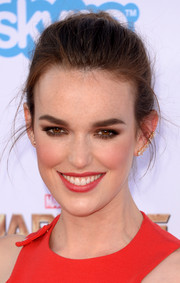 Elizabeth Henstridge topped off her look with a casual ponytail when she attended the 'Guardians of the Galaxy' premiere.