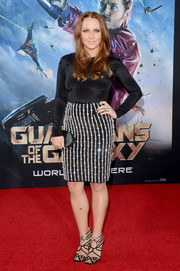 Annie Maude Starke completed her red carpet look with a pair of elegantly sexy black and silver strappy sandals.