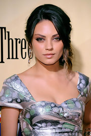 Mila Kunis showed off her two-tone locks while attending the premiere of 'Extract'.