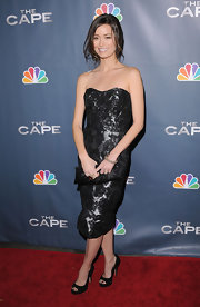Summer Glau paired her lace dress with a silver-and-gold diamond bangle.