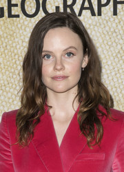Sarah Ramos wore her hair in face-framing waves at the premiere of 'The Long Road Home.'