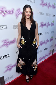 Sarah Ramos complemented her dress with a pair of black platform sandals.
