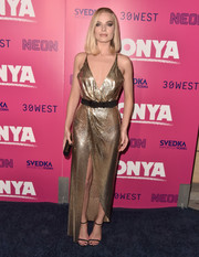 Margot Robbie was all shimmery and sexy at the premiere of 'I, Tonya' in a deep-V gold chainmail gown by Versace.