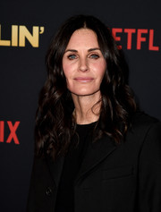 Courteney Cox framed her face with luxuriant curls for the premiere of 'Dumplin'.'