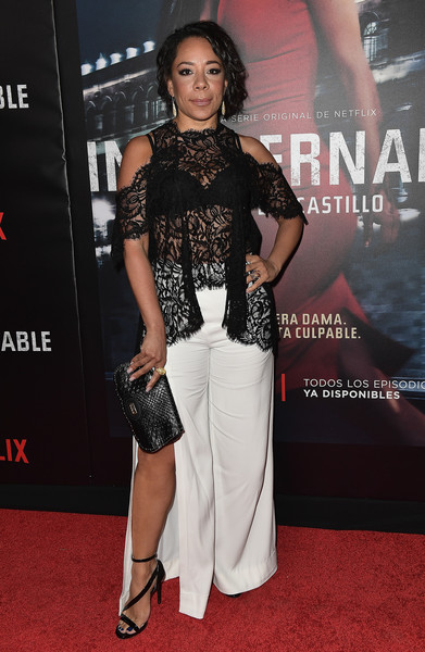 For her bag, Selenis Leyva picked a textured black leather clutch.