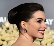 Anne Hathaway looked oh-so-elegant with her soft retro updo. With slight volume at the crown it was the perfect way to add interest to her mane.