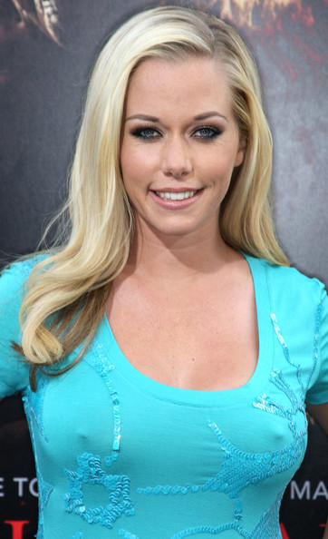 """New mommy Kendra Wilkinson showed off her blonde curls while hitting the """"Nightmare On Elm Street"""" movie premiere."""