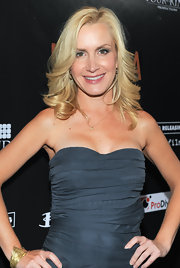 Angela Kinsey showed off her layered cut while attending the premiere of 'Meskada'.