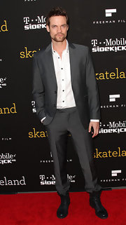 Shane West looked oh-so-suave in a sleek gray suit and white button-down shirt.