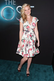 Amanda Michalka chose this retro-style floral frock for a '60s-inspired look.