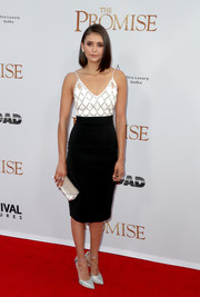 Nina Dobrev polished off her look with an ivory envelope clutch by Tyler Ellis.