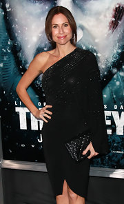 Minnie Driver accessorized her asymmetric LBD with a quilted and studded clutch.