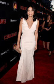 Rosario Dawson paired her gown with a simple yet elegant oval hard-case clutch by Edie Parker.