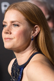 Amy Adams accessorized with a pair of gemstone drop earrings to match her blue dress at the premiere of 'Arrival.'