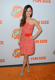 Rachel dressed just right for the 'Fun Size' premiere in this orange minx-print single-shoulder dress. Love!