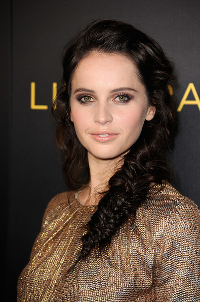 Felicity Jones wore gorgeous shades of copper and bronze shadows to emphasize her hazel eyes at the premiere of 'Like Crazy.'