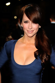 At the premiere of 'Like Crazy,' Jennifer Love Hewitt complemented her super smoky eyes with a shiny peachy-beige lipstick.