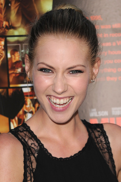 More Pics of Laura Ramsey Classic Bun (1 of 19) - Laura Ramsey Lookbook - StyleBistro