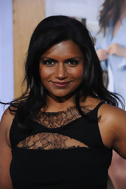 Mindy Kaling upped the drama of her look with sultry smokey eyes.
