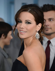 A nude lip color gave Kate Becksale's beauty look a well-balanced and fresh feeling.