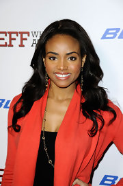 Meagan Tandy attended the premiere of 'Jeff Who Lives at Home' wearing her hair in long ultra-shiny waves.