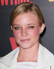 Amy Smart attended the premiere reception for 'Shameless' wearing a pop of rosy blush and shimmering pale pink lip gloss.