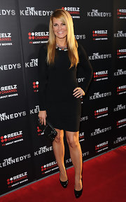 Courtney looks ultra sexy in a tight black LBD at 'The Kennedy's' premiere.