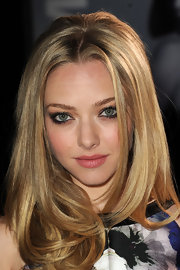 Amanda Seyfried wore a smoky eye with lots of black liner and rich shades of shadow at the premiere of 'In Time.'