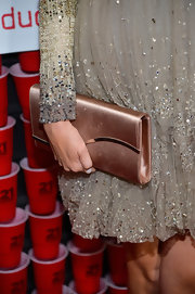 Sarah Wright opted for a champagne-colored clutch for an elegant and classy feel while at the '21 and Over' premiere.