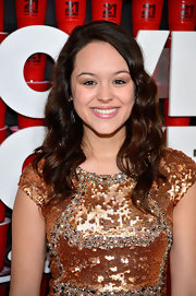 Soft waves gave Hayley Orrantia a glamorous red carpet look at the '21 and Over' red carpet.