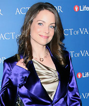 Kimberly Williams-Paisley attended the premiere of 'Act of Valor' wearing her shiny tresses in soft curls.